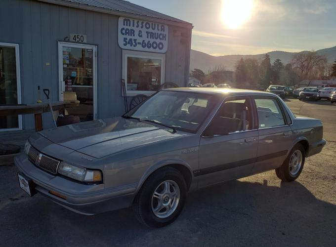 1995 Silver /Grey Cloth Oldsmobile Cutlass Ciera SL Series I sedan (1G3AJ55M0S6) with an 3.1L V6 OHV 12V engine, 3-Speed Automatic transmission, located at 450 N Russell, Missoula, MT, 59801, (406) 543-6600, 46.874496, -114.017433 - Photo #0