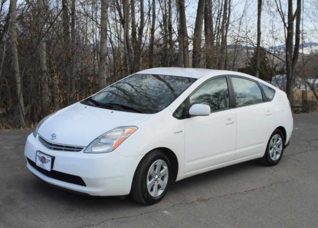 2008 White /grey cloth Toyota Prius 4-Door Liftback (JTDKB20U683) with an 1.5L L4 DOHC 16V HYBRID engine, Automatic CVT Overdrive transmission, located at 450 N Russell, Missoula, MT, 59801, (406) 543-6600, 46.874496, -114.017433 - Photo #0