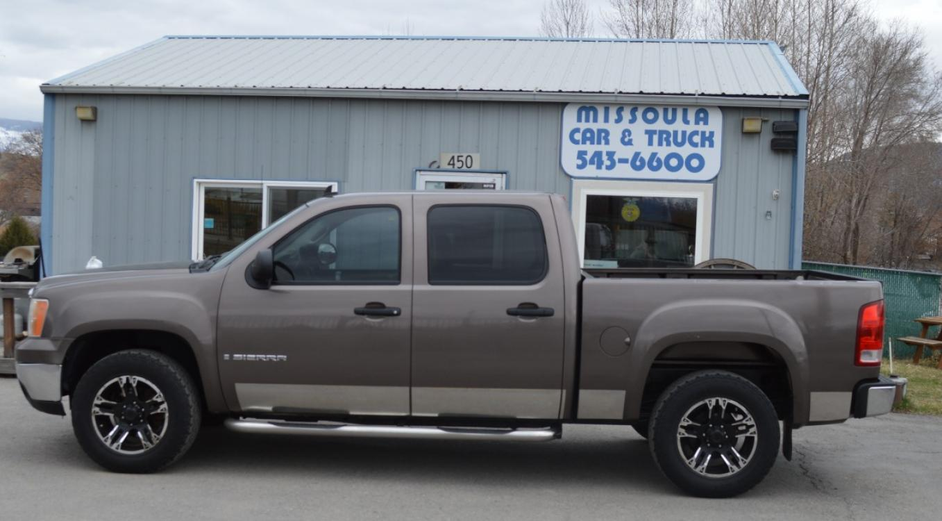 2008 GMC Sierra 1500 SL Crew Cab 4WD (2GTEK13JX81) with an 5.3L V8 OHV 16V engine, 4-Speed Automatic Overdrive transmission, located at 450 N Russell, Missoula, MT, 59801, (406) 543-6600, 46.874496, -114.017433 - Photo #0