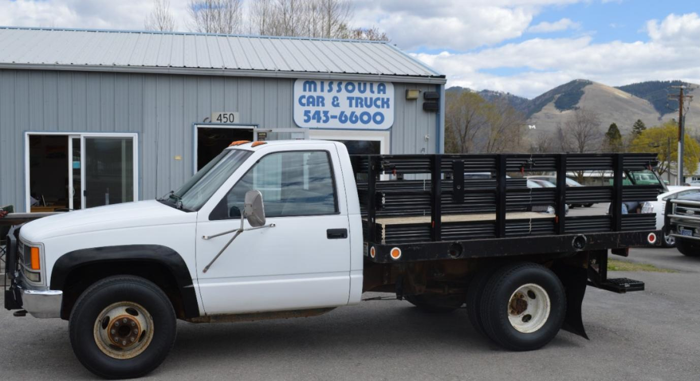 1990 White Chevrolet C/K 3500 Reg. Cab 4WD (1GBJK34K9LE) with an 5.7L V8 OHV 16V engine, Manual transmission, located at 450 N Russell, Missoula, MT, 59801, (406) 543-6600, 46.874496, -114.017433 - Photo #0